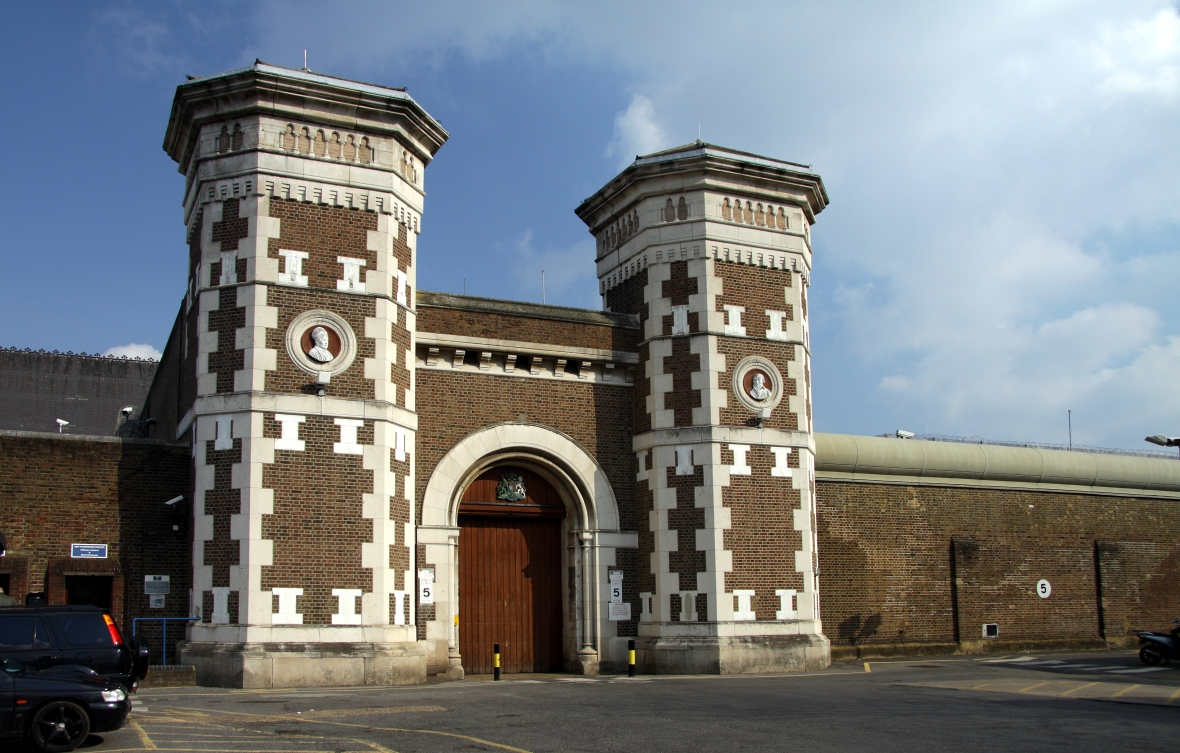 Main_gate_to_the_HM_Prison_Wormwood_Scrubs_in_spring_2013_(2).JPG